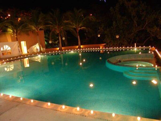 Atitude necess ria arrumando a festa luau sem praia for Velas para piscinas