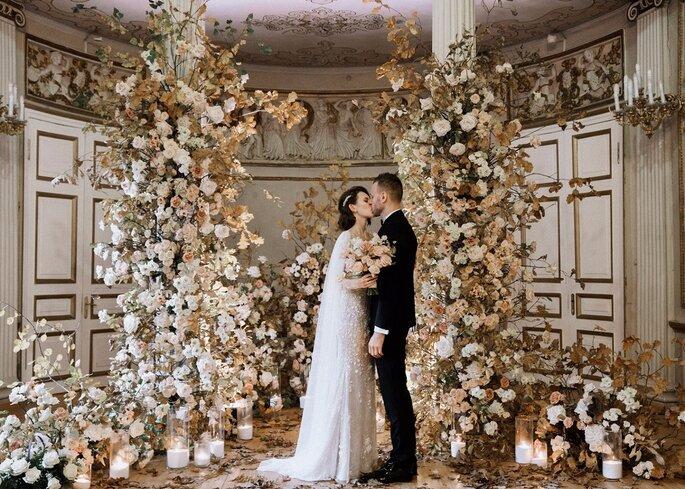 Decoración con flores y velas en boda