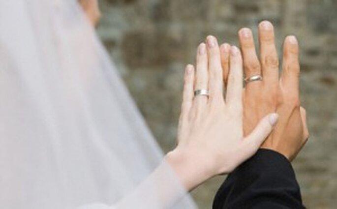 Pourquoi alliance a la main gauche ? La réponse est sur Admicile.fr