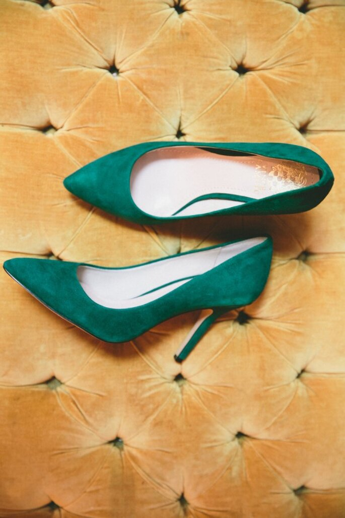 Zapatos de novia en lindos colores - Onelove Photography