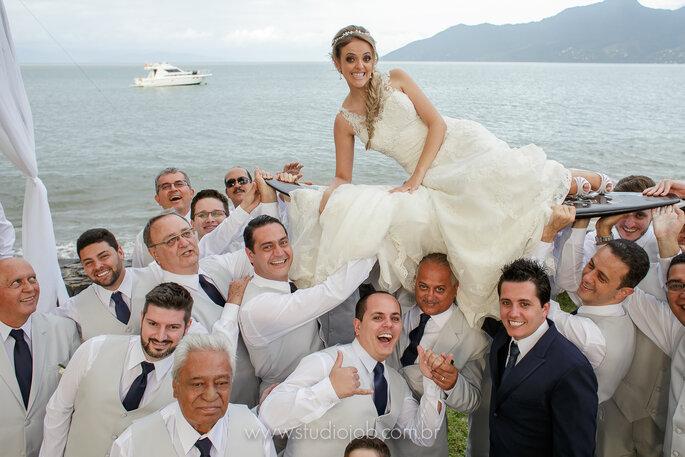 Descontração em casamento na praia