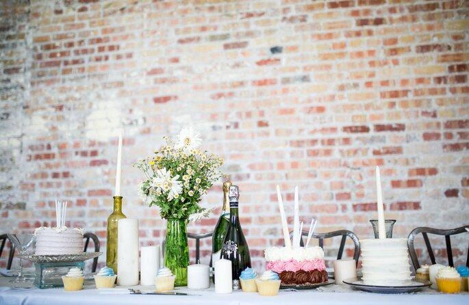 elegant dekorierter Tisch für Junggesellinnenabschied