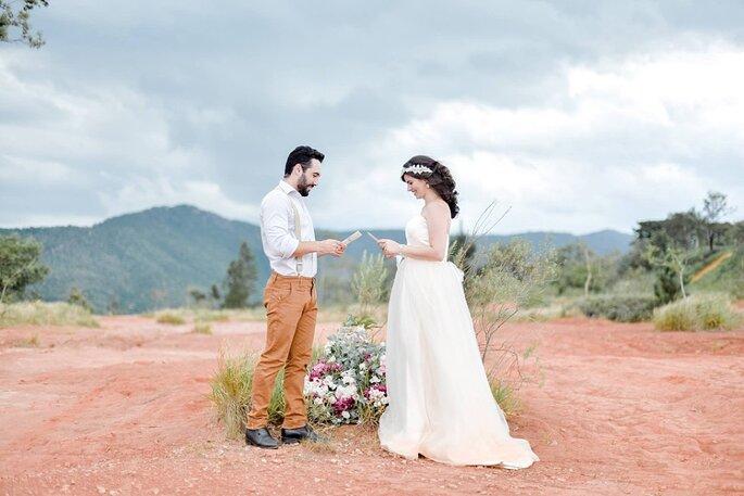 noivos lendo votos de casamento