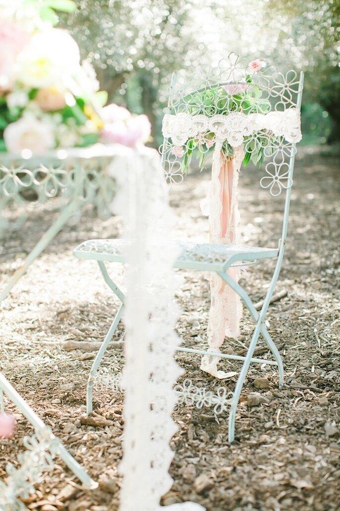 Colores suaves en el mobiliario y acentos decorativos en colores rosa pastel - Foto Avec L'Amour Photography
