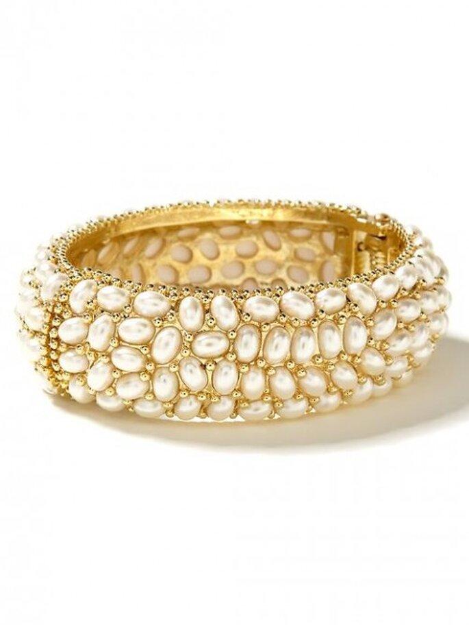 Pulsera de oro con perlas para novias - Foto Banana Republic