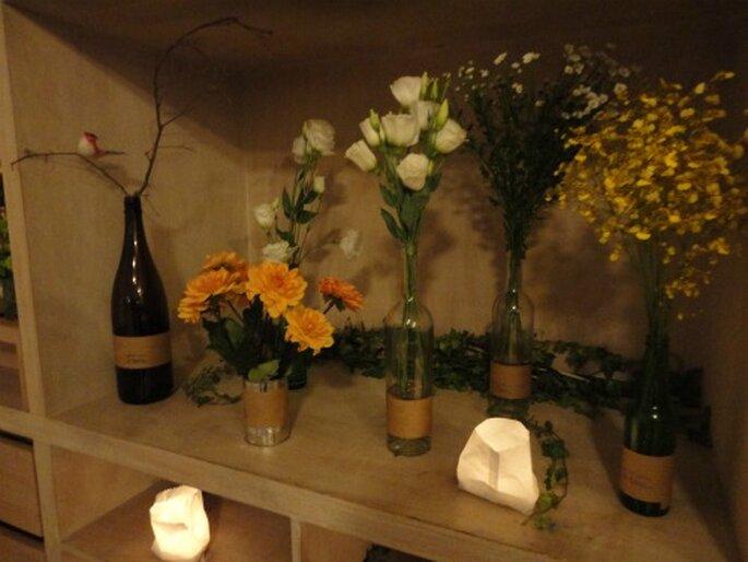 decoracao casamento garrafas de vidro: DIY: transforme as garrafas em castiçais e vasos para o casamento
