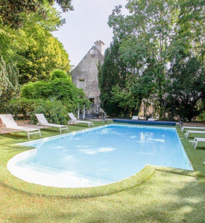 La piscine d'un lieu de réception de mariage en région parisienne