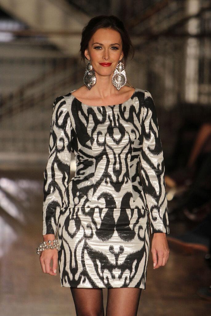 vestido de convidada com padrão preto e branco