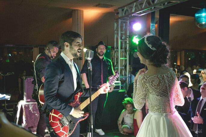 Noivo cantando no casamento