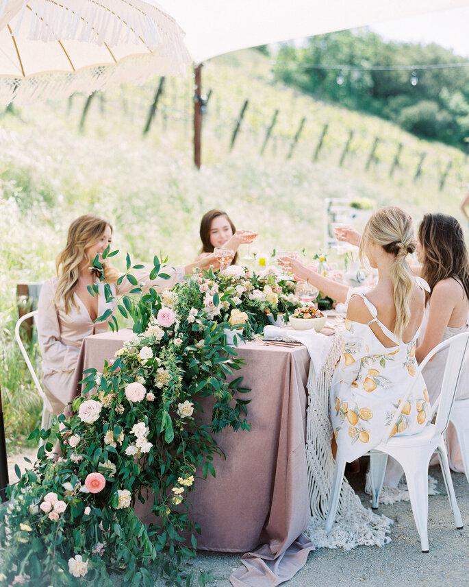 Junggesellinnenabschied Braut und Freundinnen Picknick im Grünen