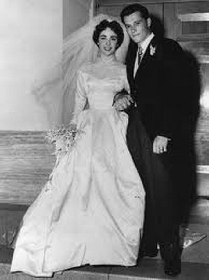 5. El primer vestido de boda de Elizabeth Taylor fue un regalo de los estudios MGM. Fueron ocho los que ella vistió por el pasillo.