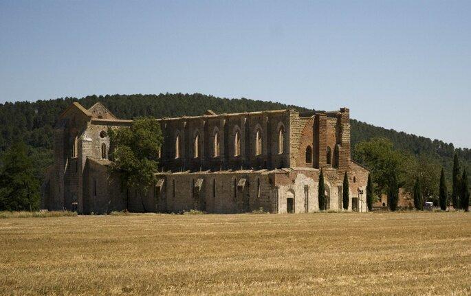 L'abbazia di San Galgano. Foto via wikimedia.org