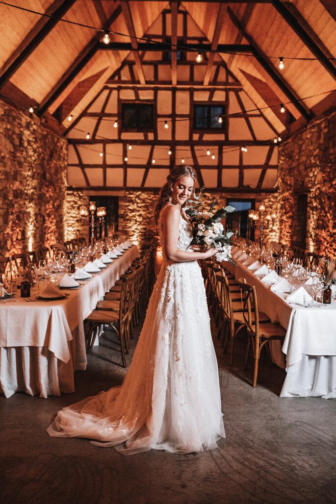 Intime Hochzeit, Eleganz trifft auf rustikalen Flair Braut