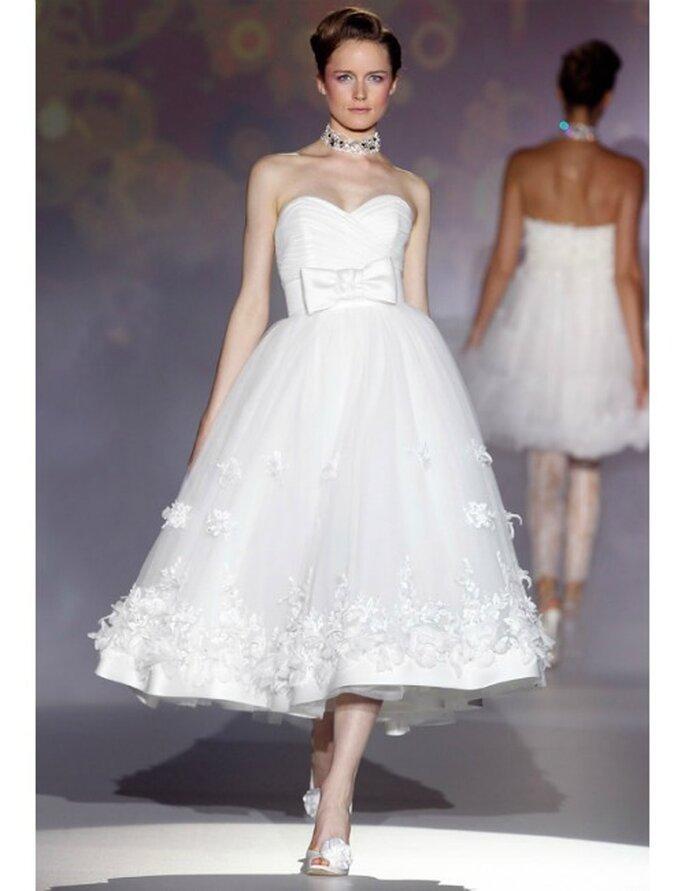 Kurzes Brautkleid von Novia d'Art mit Schleife um die Taille. Kollektion 2012.