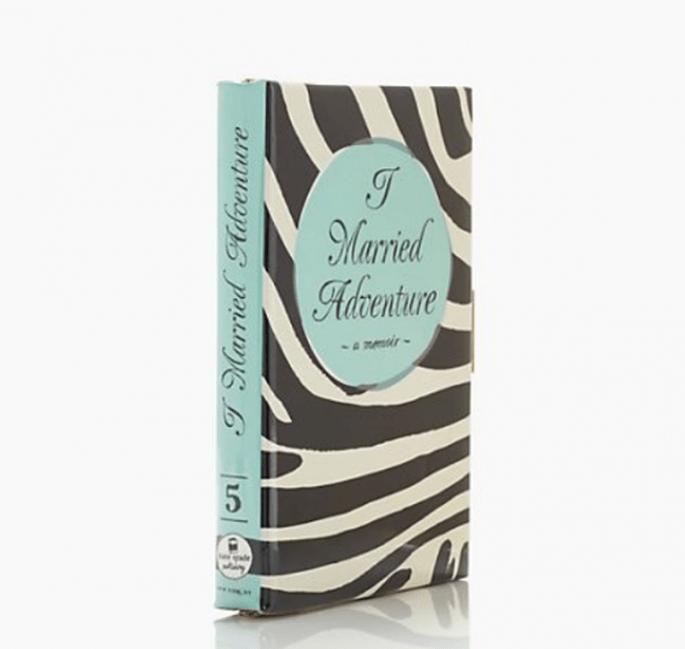 "Bolso de fiesta con forma de libro ""I Married Adventure"" - Foto Kate Spade"