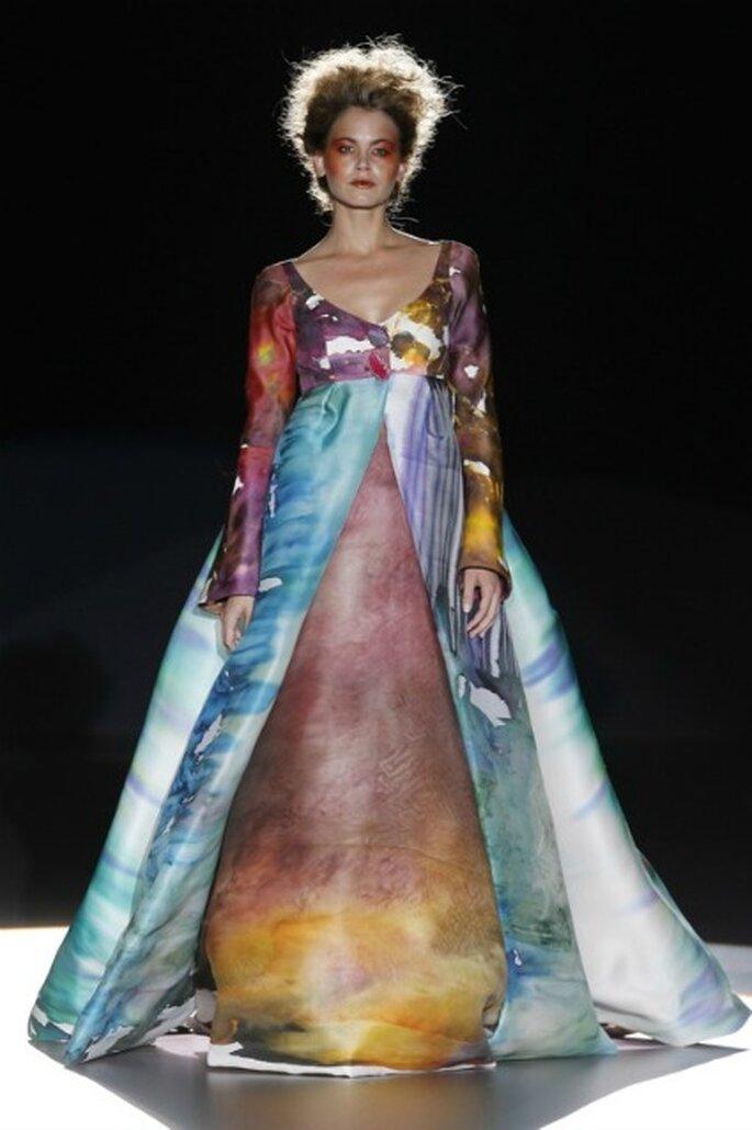 Las sedas pintadas a mano de diferentes colores iluminan a las novias 2012 de La Bohème 1994 - Ugo Camera / Ifema