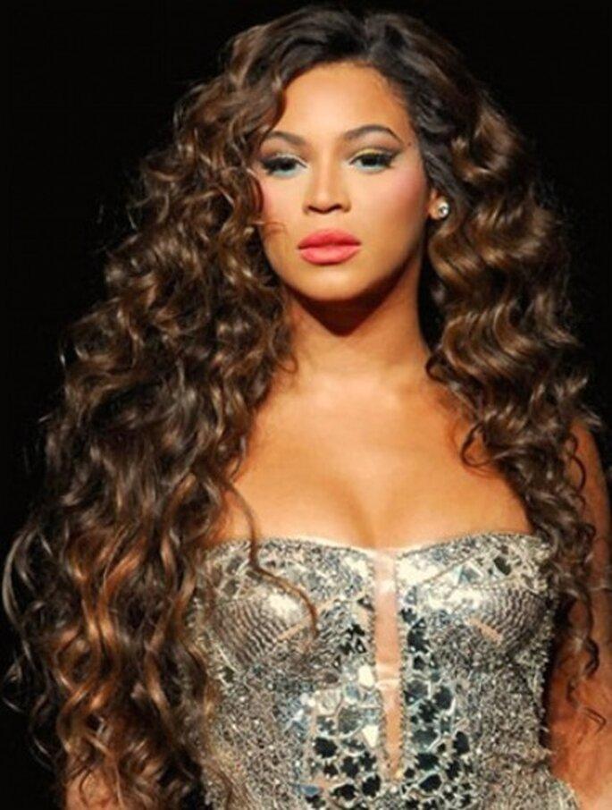 Beyonce con extensiones de cabello pelo rizado