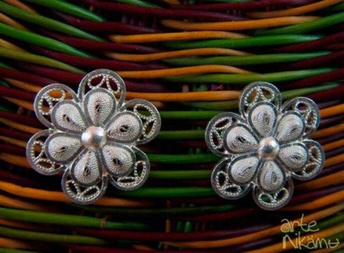 Elegantes aretes de filigrana que puedes lucir en tu boda. Foto: Arte Nikamu