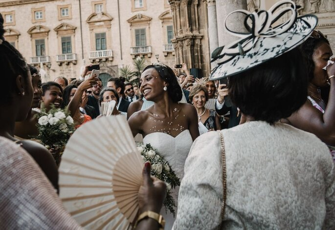 Sposa all'uscita della chiesa