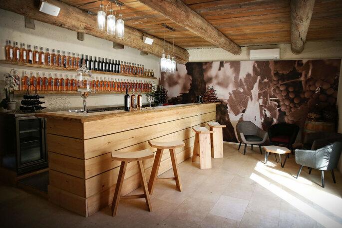 Bar tout en bois du Château de la Roque Forcade
