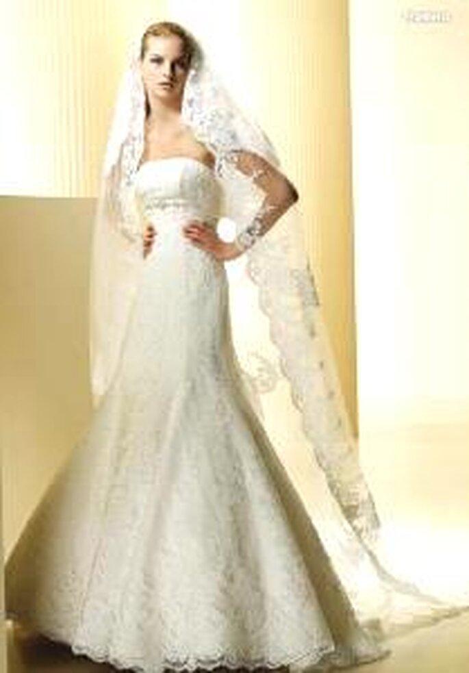 La Sposa 2009 - Frontera, vestido largo corte imperio, tela de encaje, escote recto