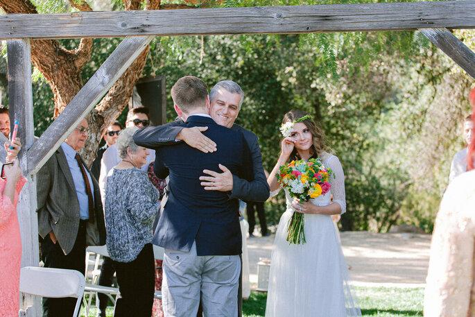 Pai entrega a noiva para seu futuro marido