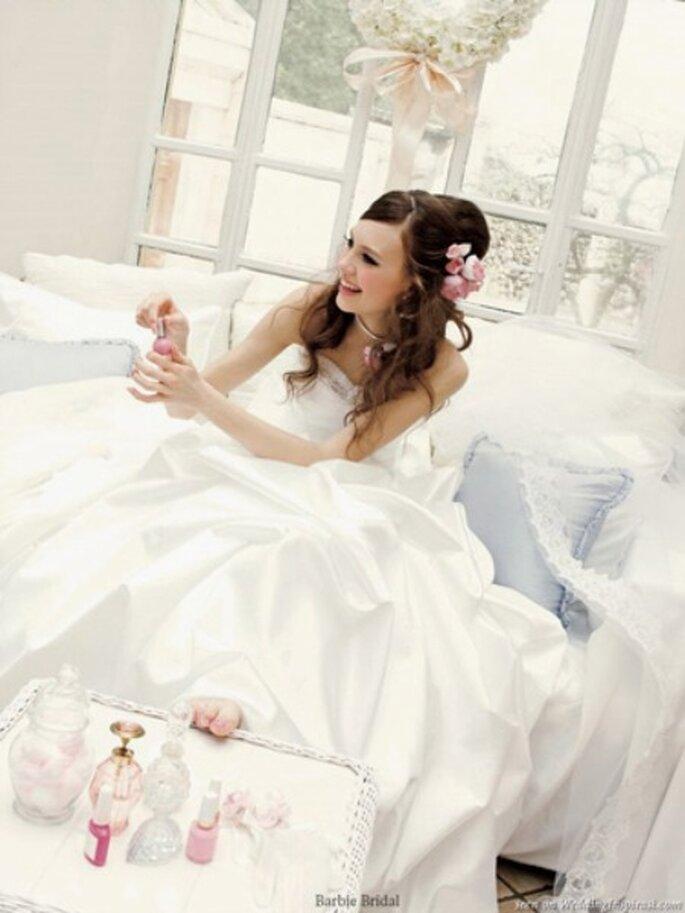 É possível manter o estilo da Barbie usando vestido branco. Foto: Pinup Life Style