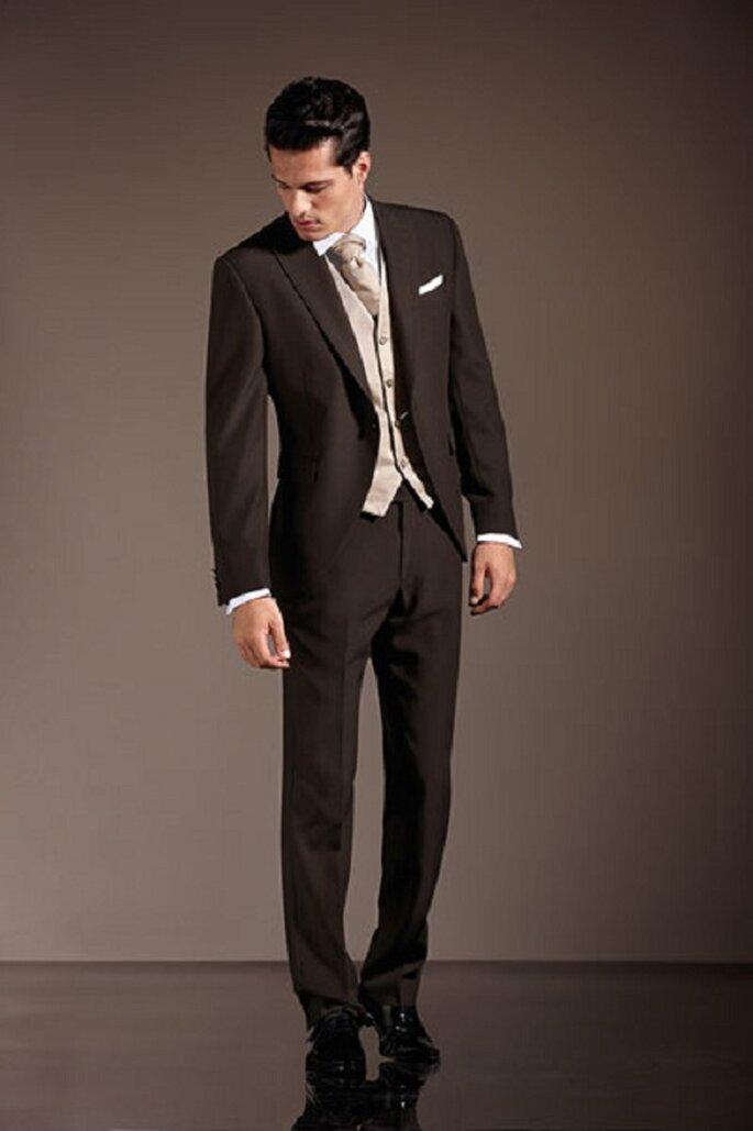 Per un uomo che ama la discrezione; la difficile scelta del marrone. Foto: marchiabbigliamento.it