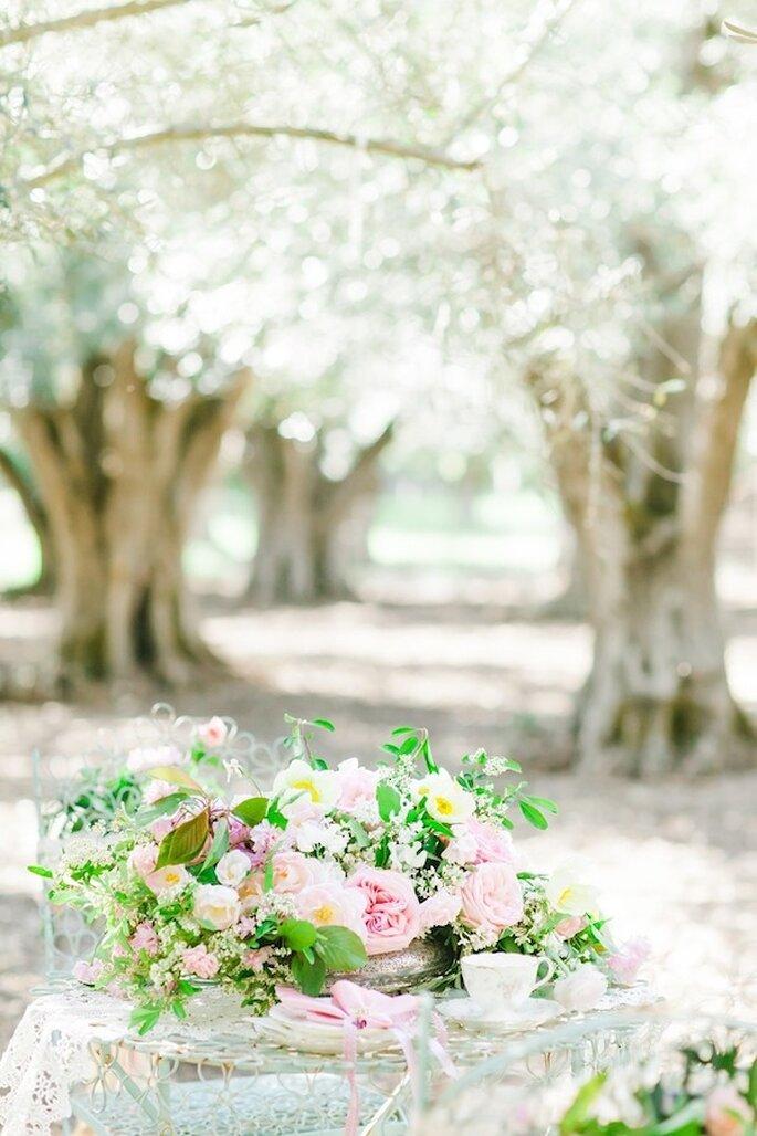 Centros de mesa con peonías en un hermoso color rosa - Foto Avec L'Amour Photography