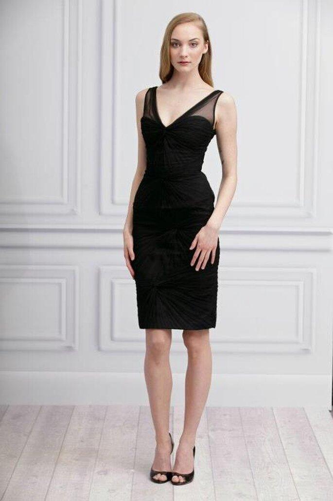 Vestido elegante de falda corta en negro para damas de bodas - Foto Monique Lhuillier Facebook