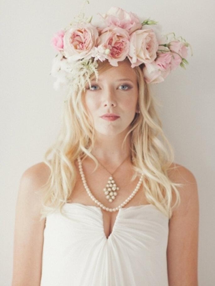 Corona de flores para novia de moda en 2013 - Foto nbarrett photography en Ruffled