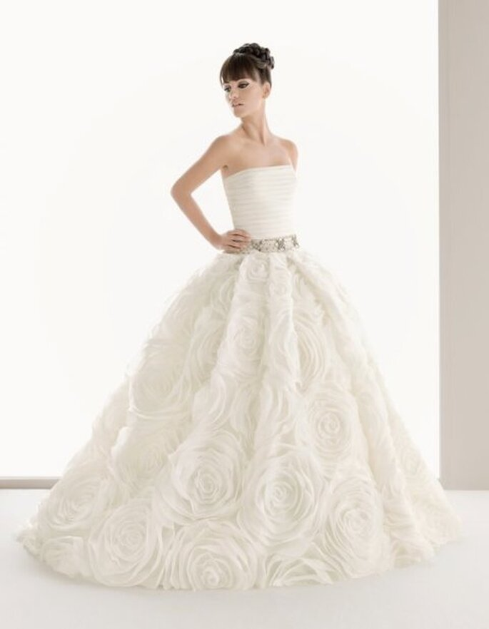 wedding dress spotlight Aire by Rosa Clara Posted on April 5th 2011