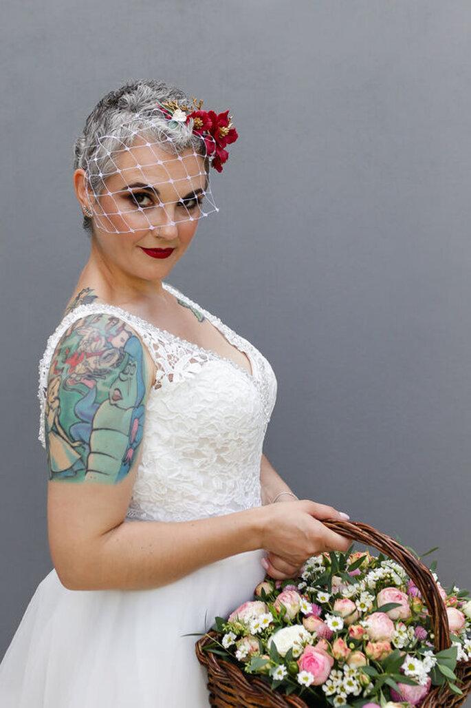 Noiva com acessório para cabelo do Atelier Cristiana Cartucho