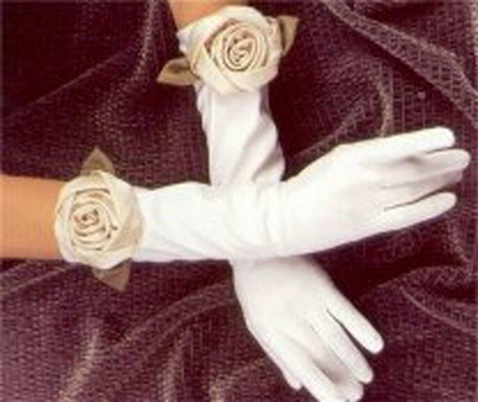 Gants de mariée ornés de roses