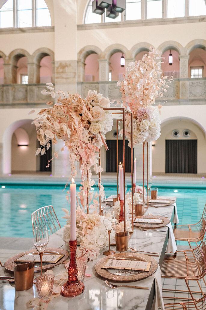 Pool Love Inspirationsshooting im Oderberger Stadtbad Tischdeko