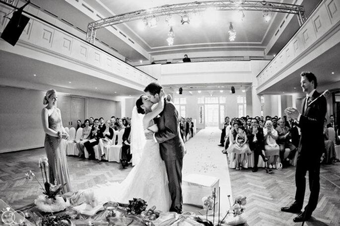 Hochzeitskuss - fotografiert von Katja Schünemann.