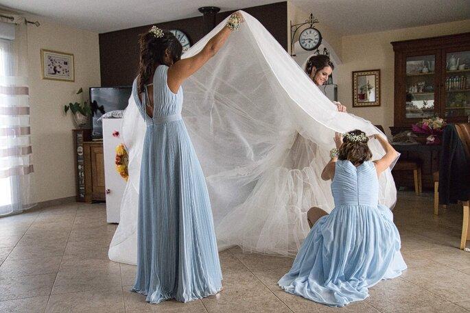 Photo originale d'une mariée avec ses demoiselles d'honneur