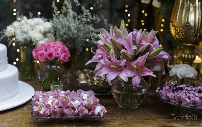 Composição rosa da mesa de doces
