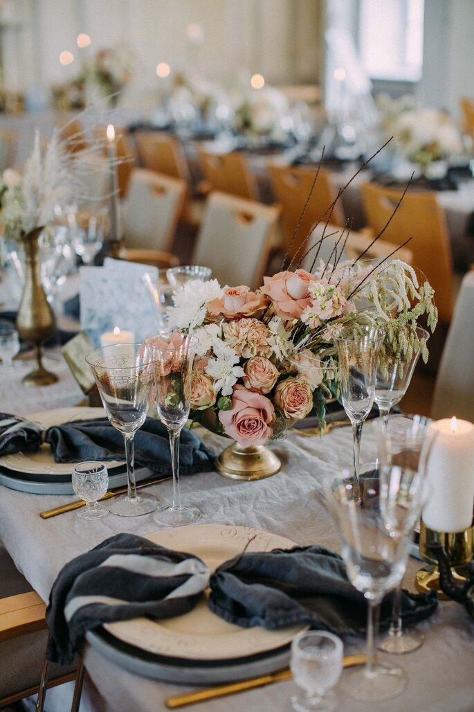 gausfotografie.de: Charmante Hochzeitsdekoration bei der Hochzeit im Herrenhaus.