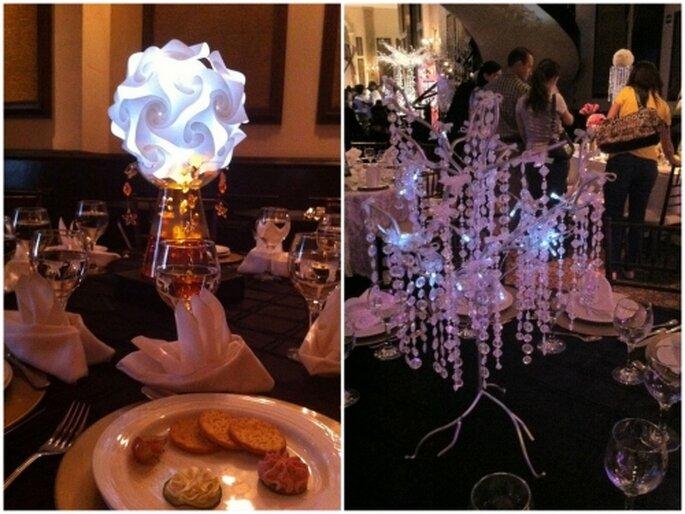 Iluminación y decoración de boda usando centros de mesa con luz