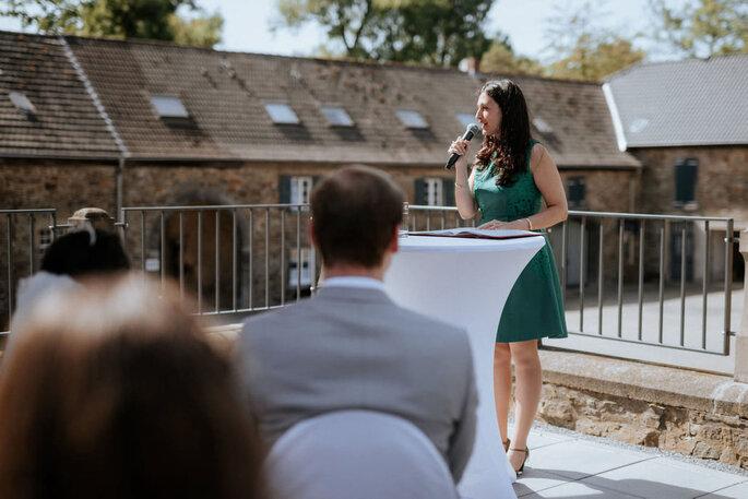 Hochzeitsrede von Rayane Bachammar bei einer Trauung in Ratingen. F