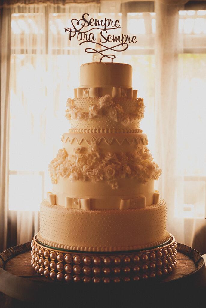Bolo: Carina Mendes Cake Designer. Foto: Noz Fotografia