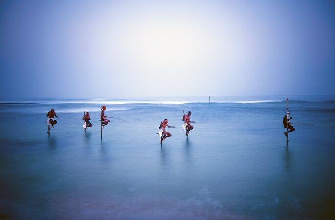 Photo : Sri Lanka pêcheurs traditionnels échasses ©iStock_Rawpixel