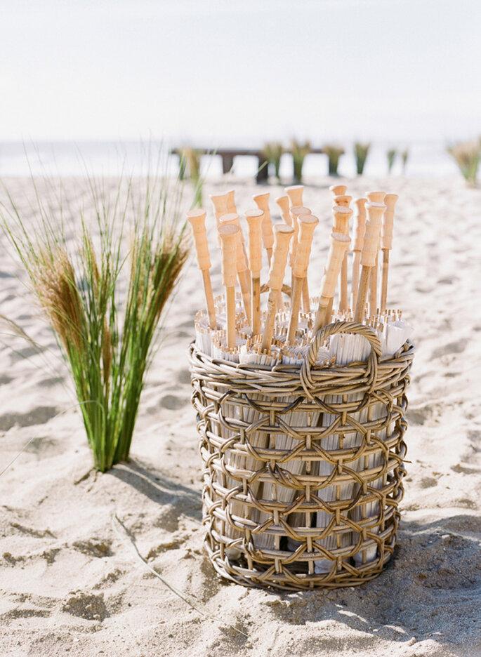 Sombrillas para invitados a bodas en la playa