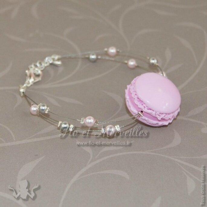 Bracelet passion macaron rose : une touche sucrée le jour de votre mariage ! - Photo : Flo et Merveilles