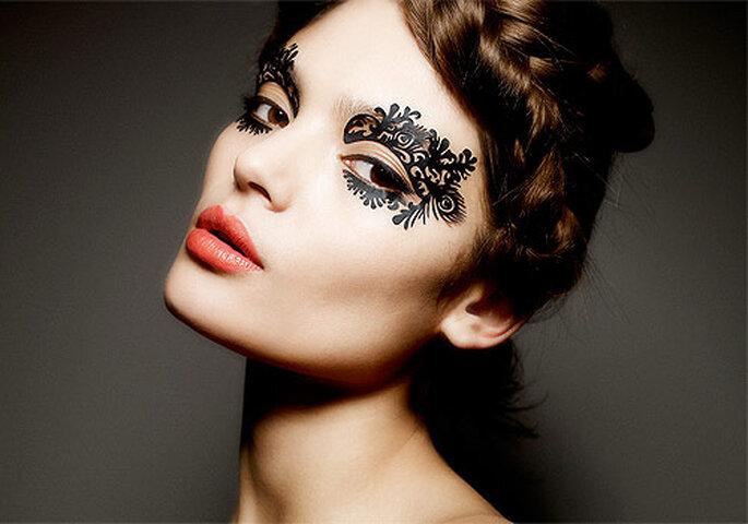 Maquillaje de encaje de quita y pon. Foto: Face Lace