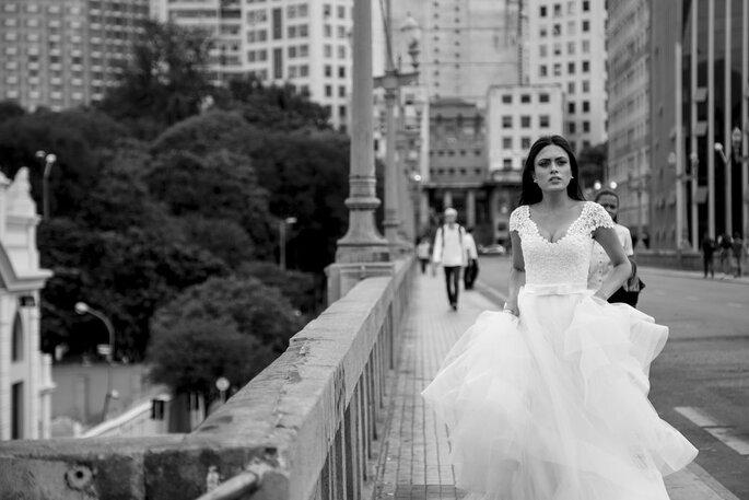 Noiva romântica com vestido Tete Rezende Unique