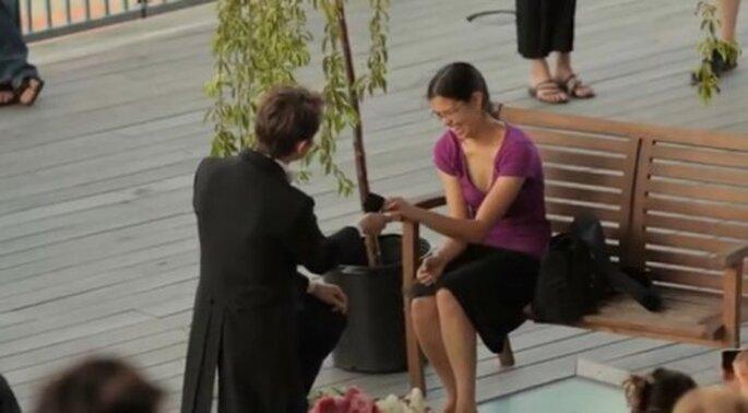 Creativa propuesta de matrimonio con ayuda de extraños - Foto TeresaAndJack