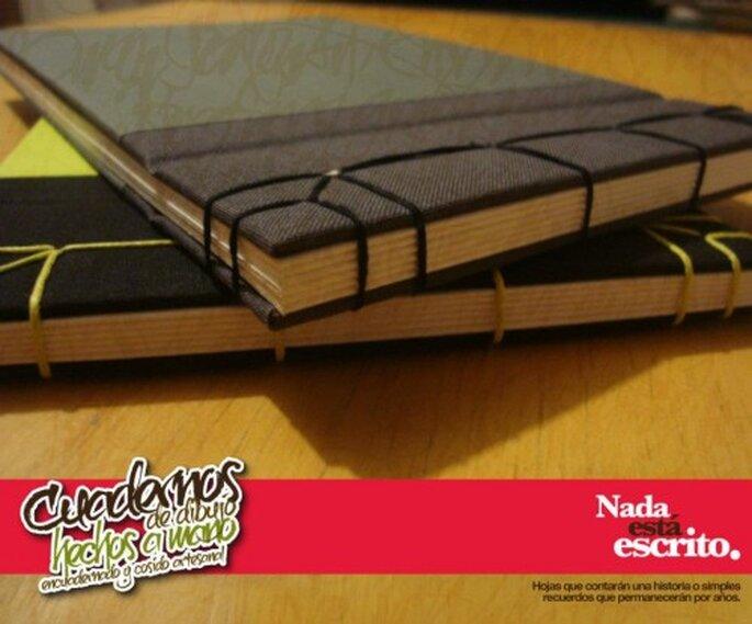 Empastado a mano de cuadernos. Imagen Libretas.Nee