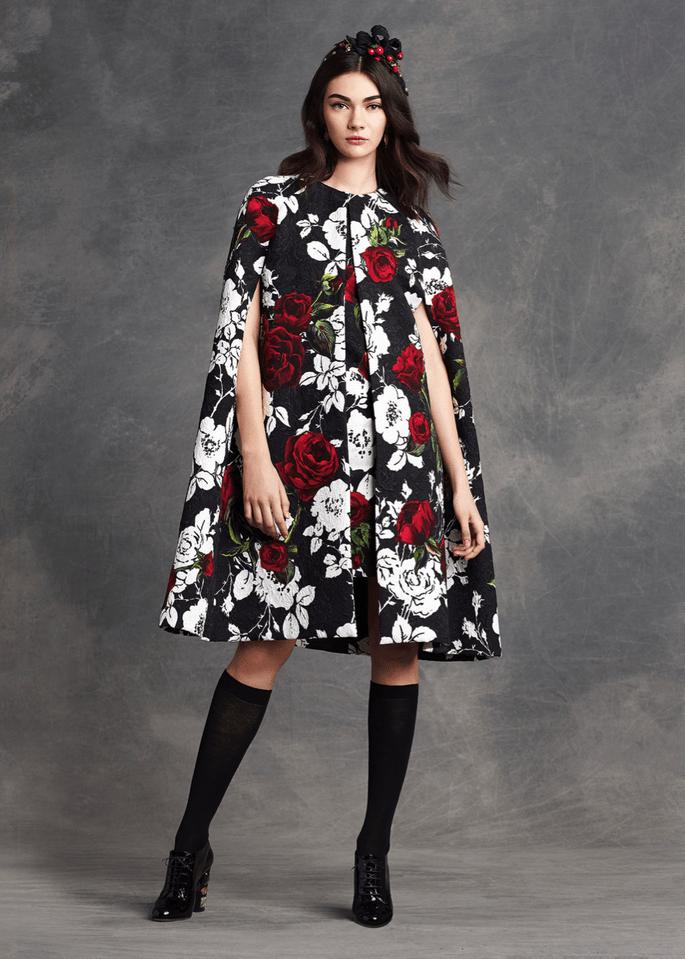 Foto: Dolce & Gabbana - O que usar com vestido de festa no frio?